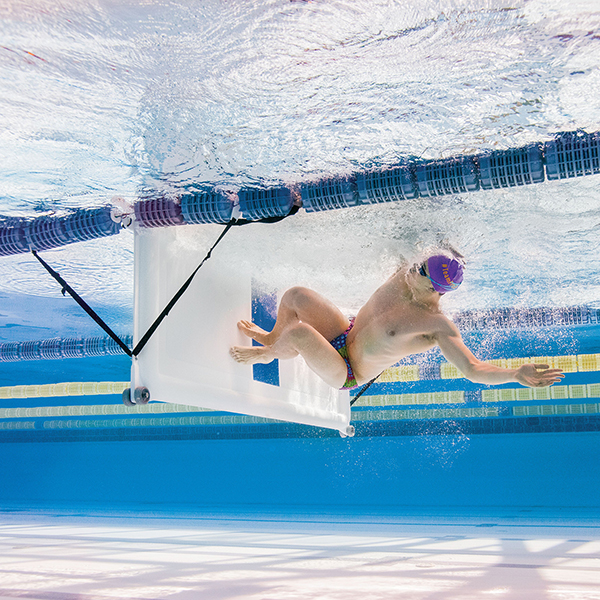 FINIS Turnmaster Pro portable bulkhead allows two swimmers to swim laps at the same time in the same lane.